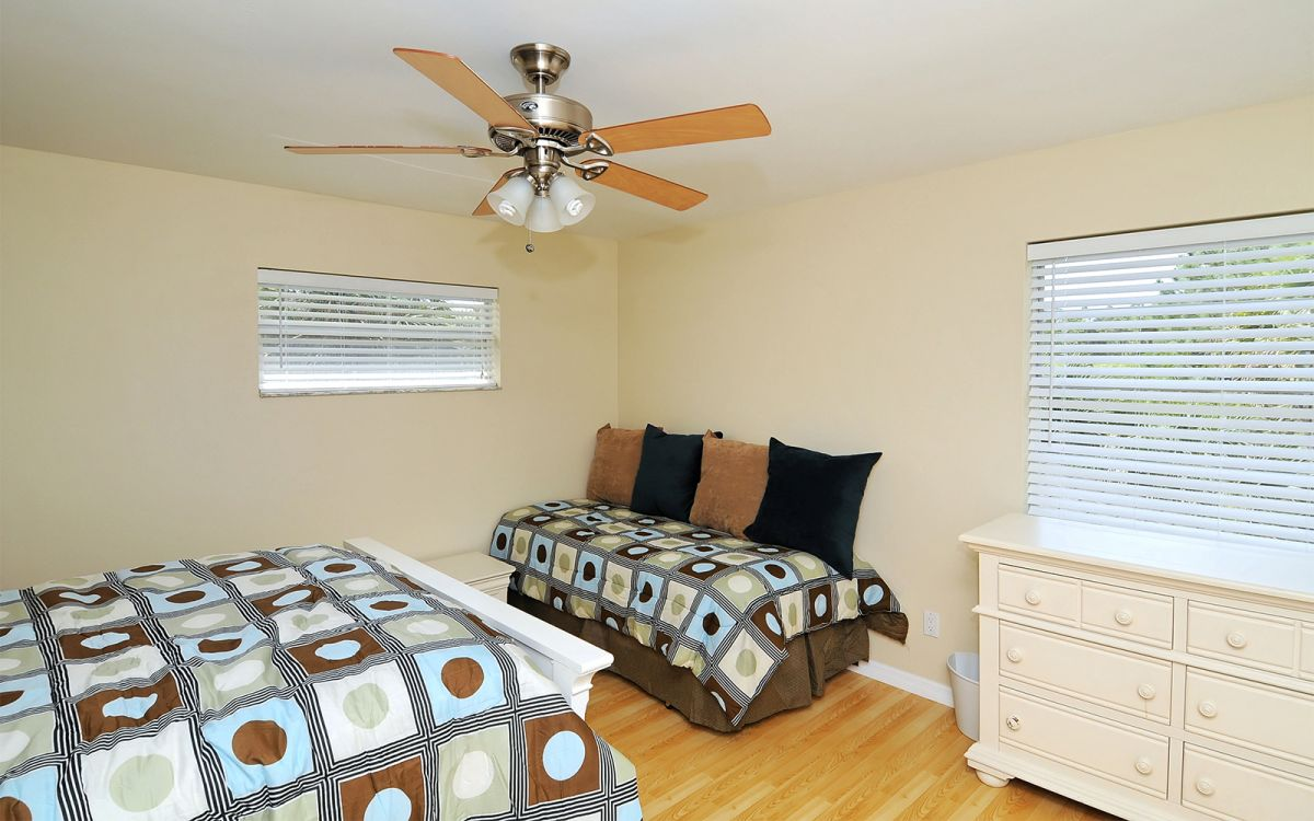 Upstairs Bedroom with Queen Bed and Twin Bed