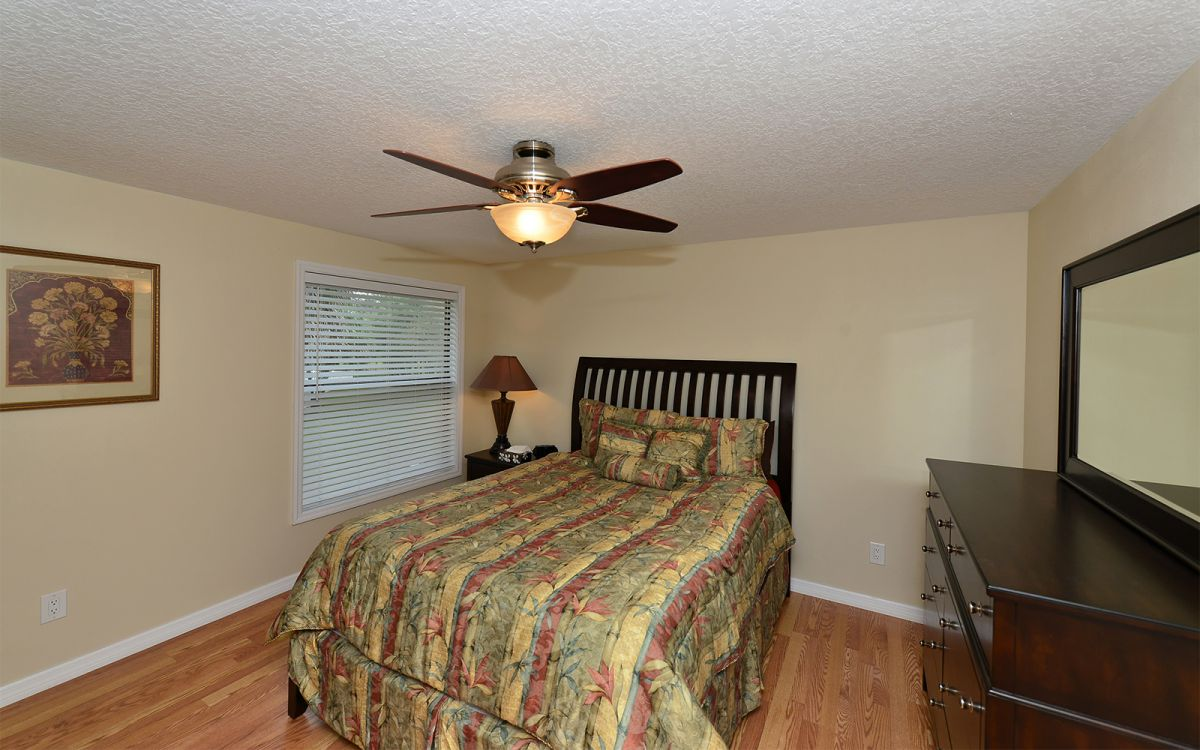 Master Bedroom with Queen Bed Unit  A
